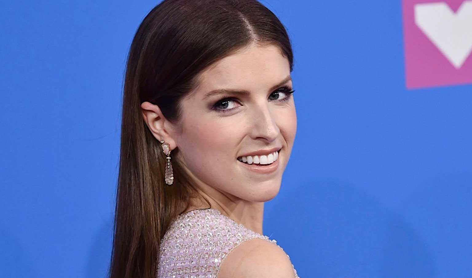 Anna Kendrick showing off an amazing smile after Invisalign treatment
